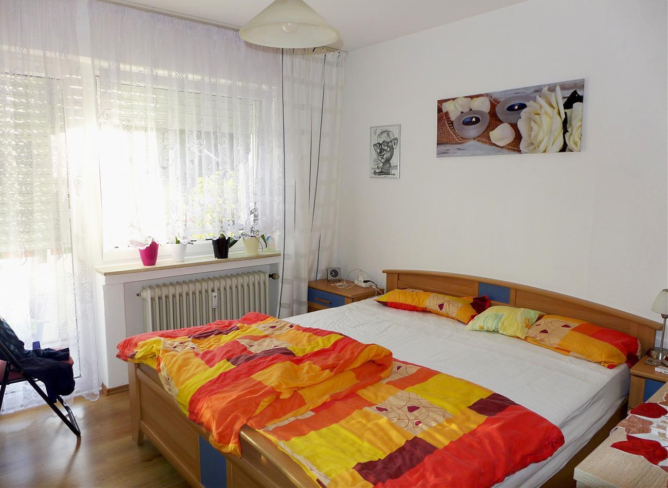 Schlafzimmer (EG rechts)