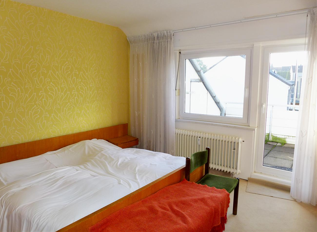 Schlafzimmer (DG)